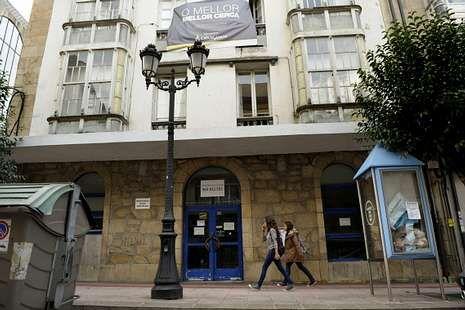 <span lang= es-es >Casa Balado</span>. Sin comprador pese a su excelente ubicación a escasos metros del Kilómetro 0, en pleno centro urbano.