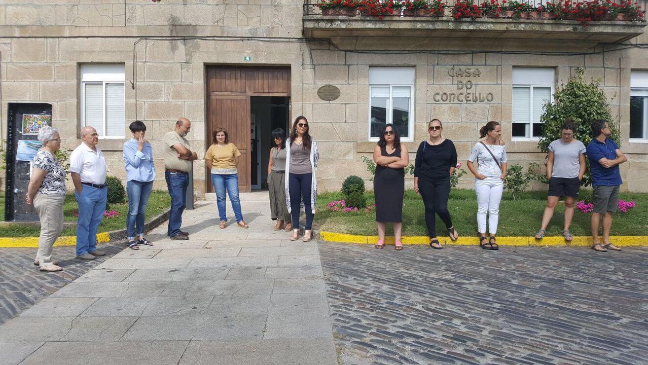 .Concentración en repulsa por los atentados de Barcelona en Trives