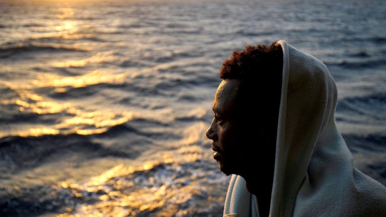 El barco de la ONG Proactiva Open Arms ha llegado al puerto que le ofreció el Gobierno