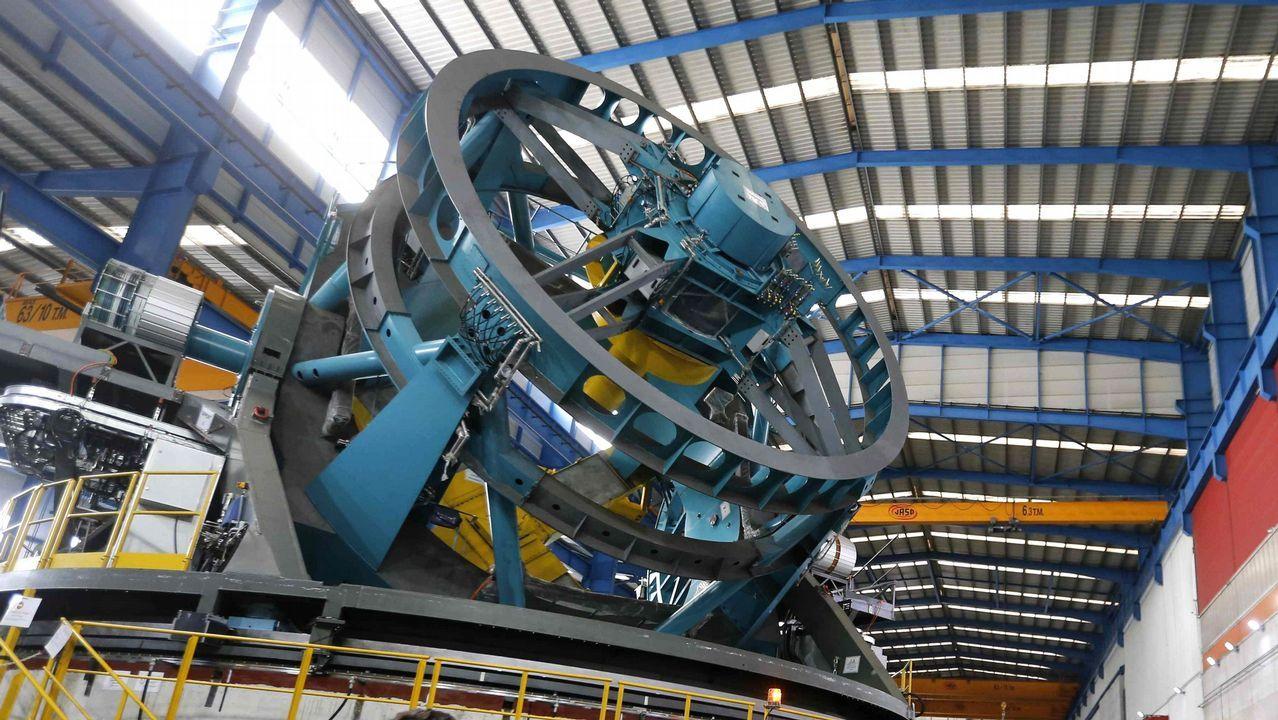 La alcaldesa de Avilés, Mariví Monteserín.Gran Telescopio de Rastreo Sinóptico, LSST, que la empresa Asturfeito construye en Aviles . Se trata de una pieza de 17 metros de altura, 16 de ancho, y casi 400 toneladas, que será traslada este año a Chile, donde su objetivo será hacer una observación del arco planetario del hemisferio sur durante diez años. Tendrá instalada una cámara de 3.200 megapíxeles