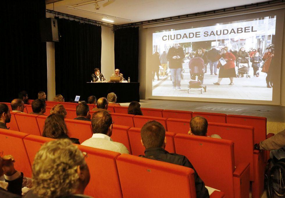 La Diputación celebró ayer una jornada sobre movilidad con concellos en el Museo.