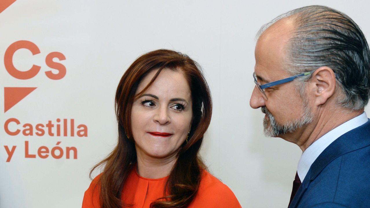 Abascal propone legalizar el uso de armas para defensa personal.Silvia Clemente junto al coordinador regional de Ciudadanos, Luis Fuentes