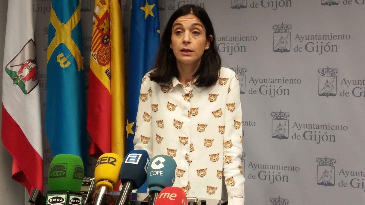 El alcalde, Wenceslao López, inaugura junto con Ana Taboada y Cristina Pontón la placa del bulevar de Oviedo.Ana Braña, concejala de Hacienda de Foro en Gijón