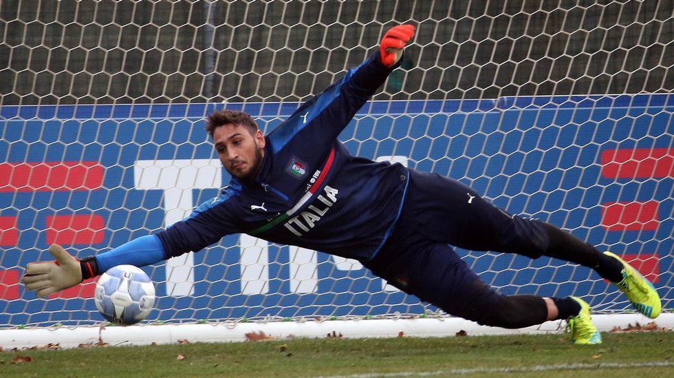 David González «Roni», celebra un gol en su etapa como jugador azul