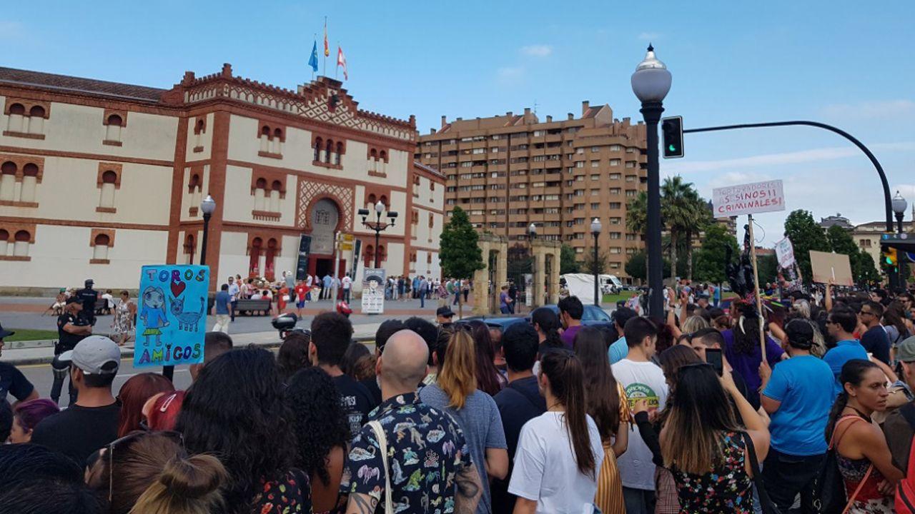 Las esculturas sexuales de Miró toman Valencia.Manifestación antitaurina en Gijón
