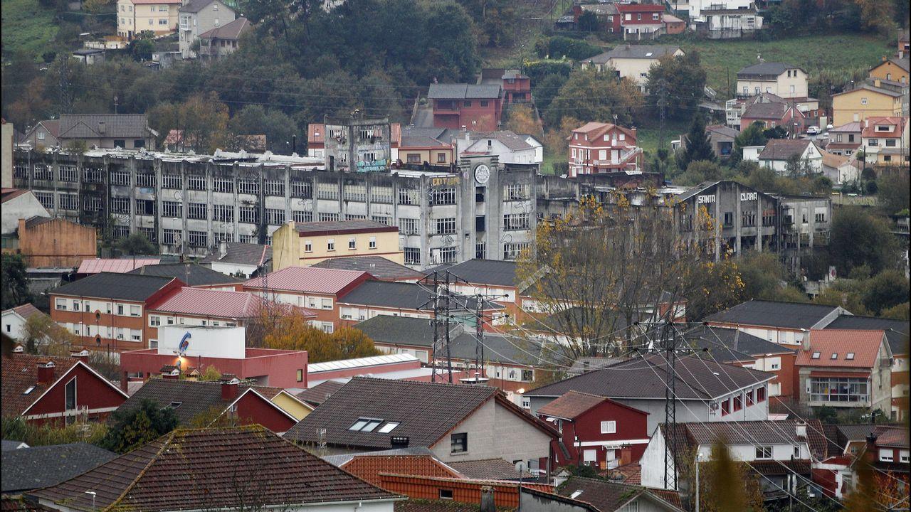 Lleno total para disfrutar del alumbrado navideño en Vigo
