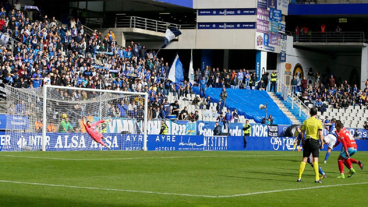 Saul Berjon gol Real Oviedo Lugo Carlos Tartiere.Saul Berjon transforma un penalti frente al Lugo
