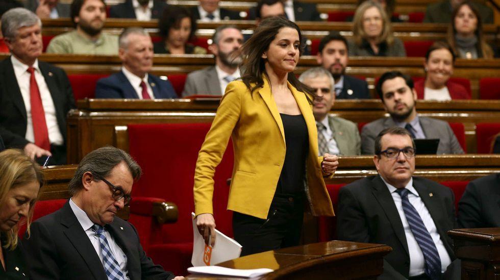 .La líder de Ciudadanos, Inés Arrimadas, se dispone a dar la réplica al candidato Puigdemont.