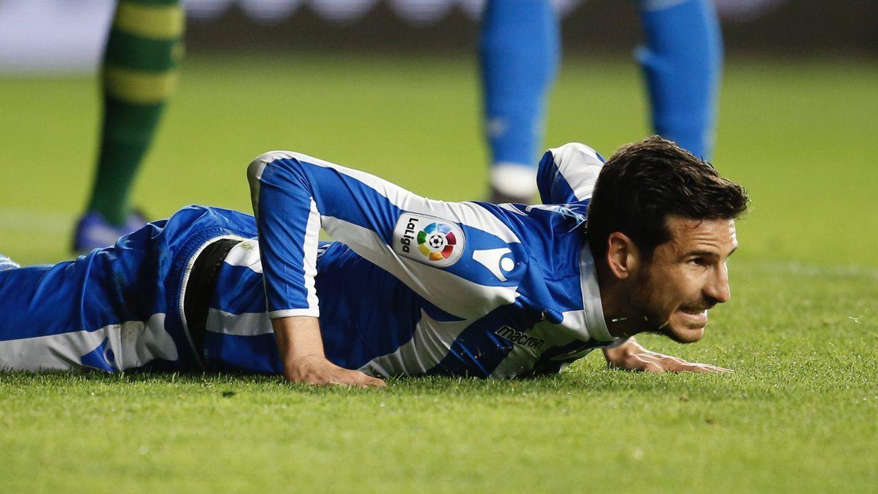 Las mejores imágenes del Deportivo - Las Palmas.Tejera, cuando jugaba en el Nàstic, conduce ante Christian en el Carlos Tartiere