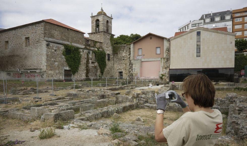 Los arqueólogos comenzaron ayer a delimitar el perímetro para abrir el camino que permitirá recorrer el yacimiento.
