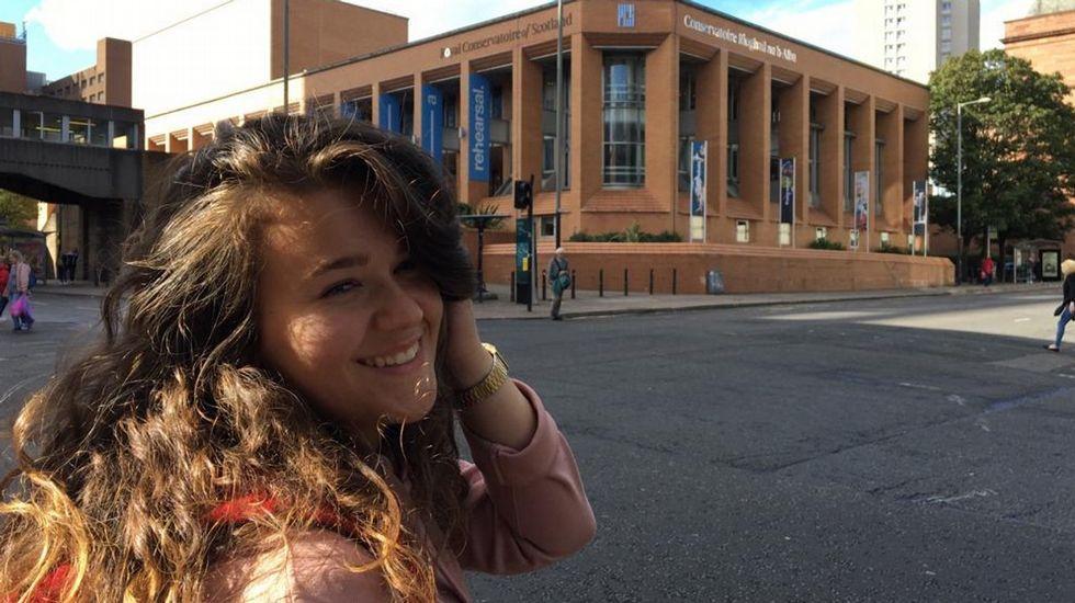 Entrega de premios del certamen municipal de teatro escolar.Elsa Roldán estudia canto en Glasgow
