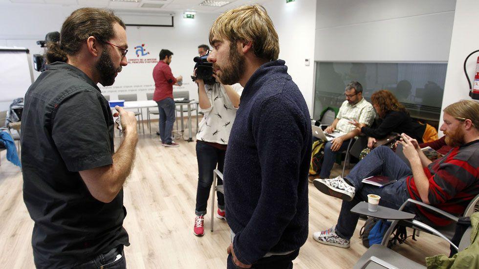 Real Oviedo Genova UEFA Carlos Tartiere.Emilio León y Daniel Ripa en el Consejo Ciudadano