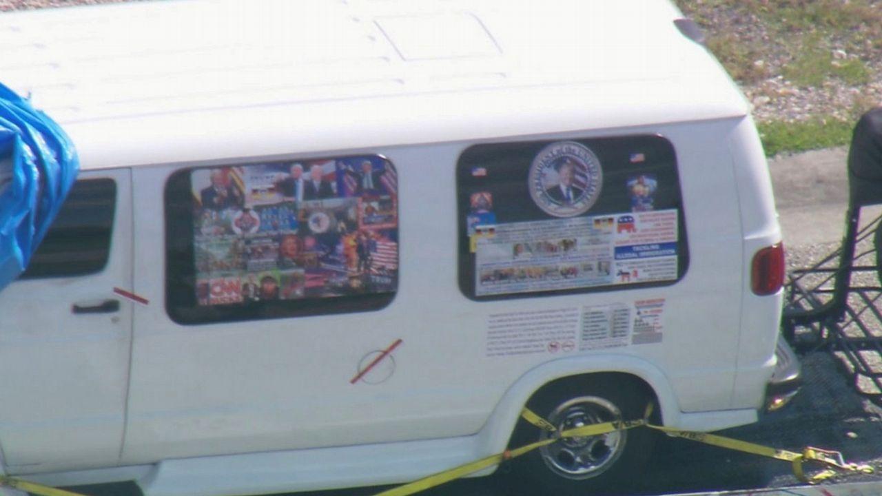 La furgoneta del detenido estaba forrada con imágenes a favor del presidente americano y amenazas de muerte contra sus críticos