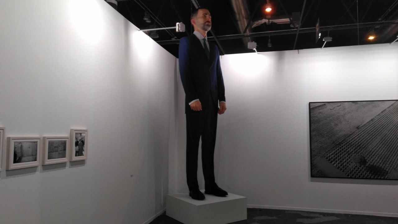 Así es el vídeo con el que Renfe denuncia el coste de las pintadas en sus trenes.La obra, que mide cuatro metros, representa a Felipe VI.