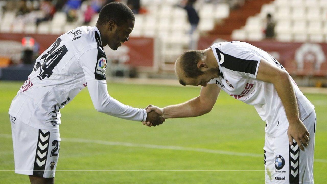 Gol Folch Joselu Real Oviedo Albacete Carlos Tartiere.Jeremie Bela y Roman Zozulya celebran un gol