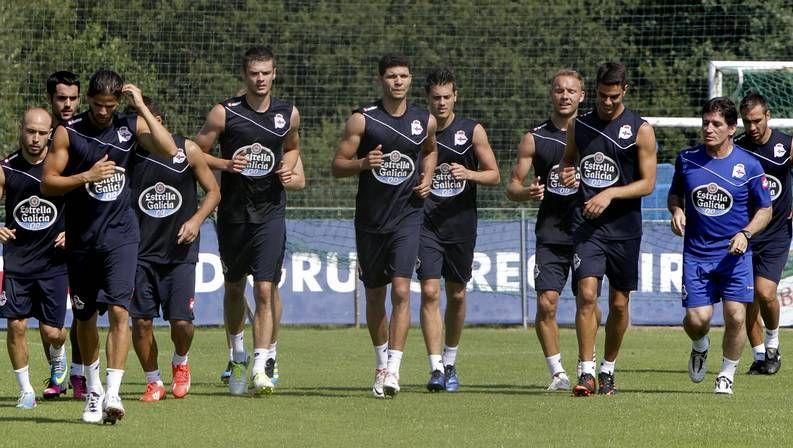 Kaká, en el centro, entrenando ya con el grupo