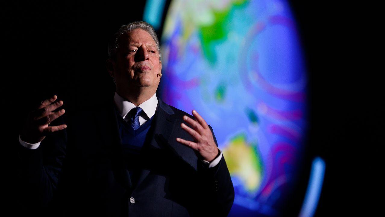 La PAH paraliza un desahucio en Oviedo.Al Gore, expresidente estadounidense y premio nobel de la paz por su lucha contra el cambio climático reclamó en la cumbre una acción decidida