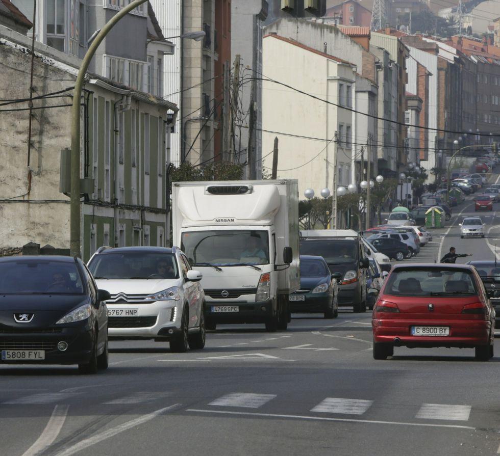 Los vecinos denuncian el elevado tráfico que registra Meicende.