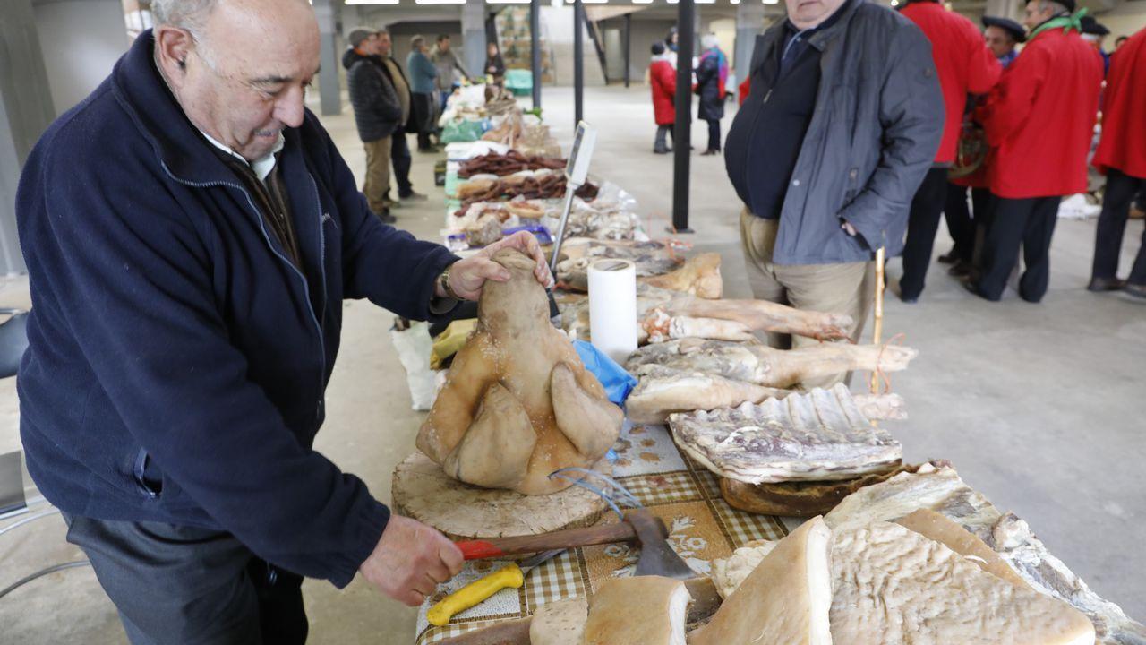 Feria de productos de Entroido en el Mercado de Lugo