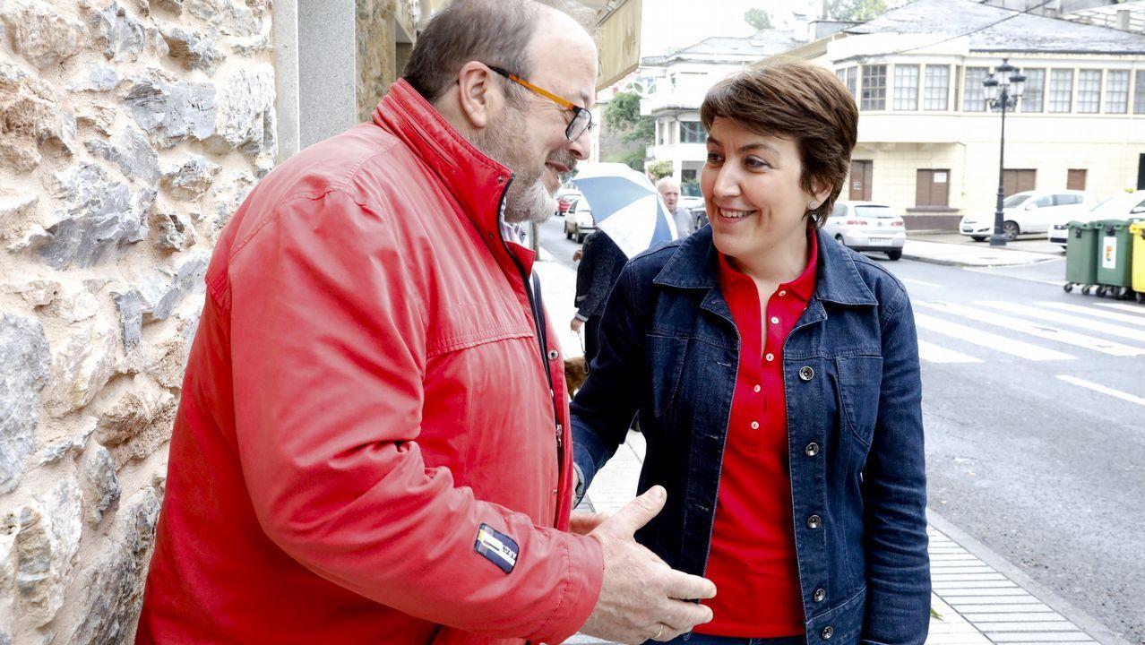 Argelio Fernández con la concejala del PSOE en Becerreá, Ana Rubinos