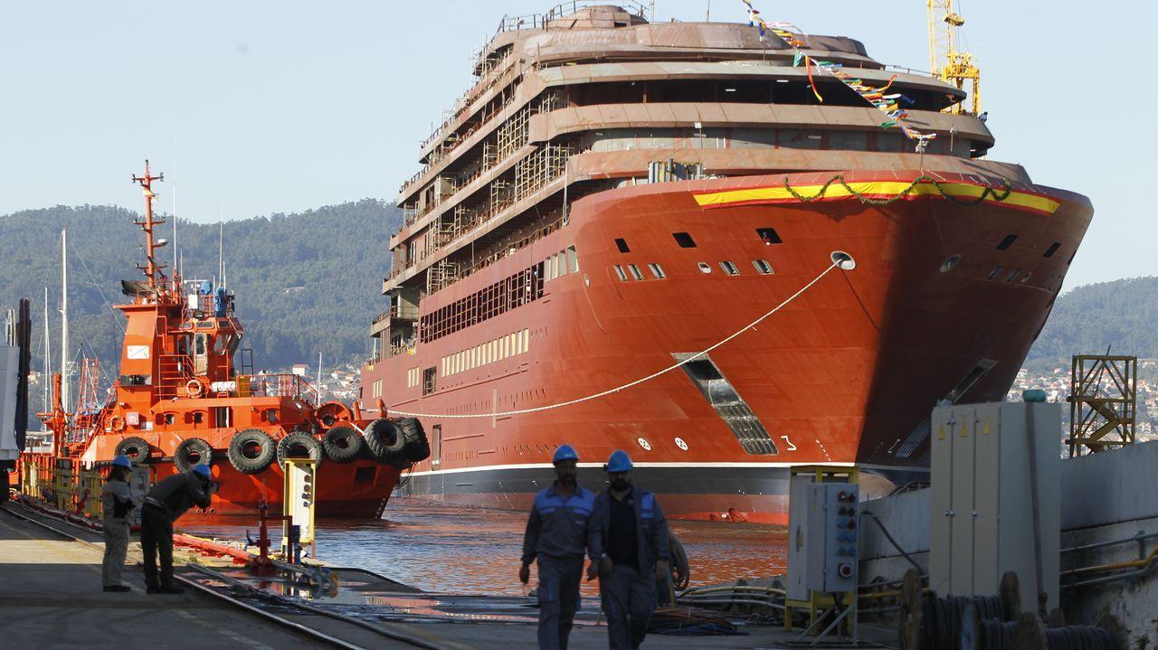 Botadura en Barreras.Naves de Iberconsa en la zona portuaria de Vigo
