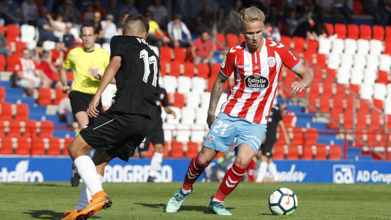 Anquela entrenamiento Requexon Real Oviedo.Sergio Herrera atrapa un balón en el Osasuna-Lugo