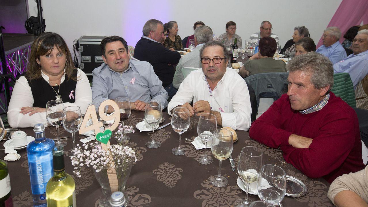 ¡Búscate en la cena de la junta local contra el cáncer de A Laracha!.Telón y Aparte es una de las asociaciones que recibió ayudas del ente provincial