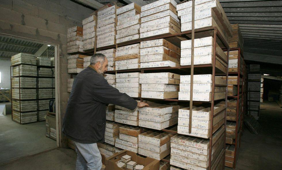 Imagen de un almacén con las catas realizadas en el yacimiento de oro cabanés.