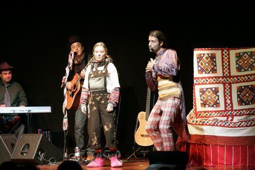 Alumnos de teatro del ÍES ase Allariz recitan un poema escrito por un mayor por san Valentín