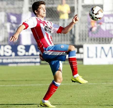 Vídeos resúmenes de la jornada de Primera división.Álvaro Peña realiza un control en el partido contra el Valladolid en el Ángel Carro.