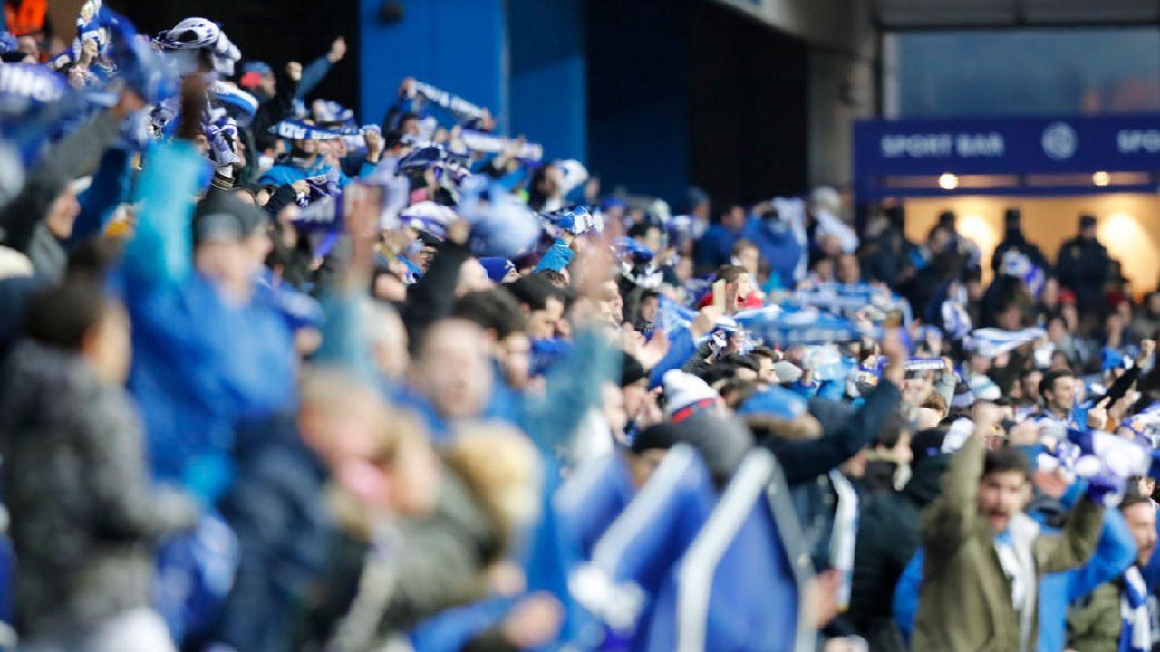 Aficion Carlos Tartiere Real Oviedo Sporting derbi.La aficion azul celebra la victoria frente al Sporting
