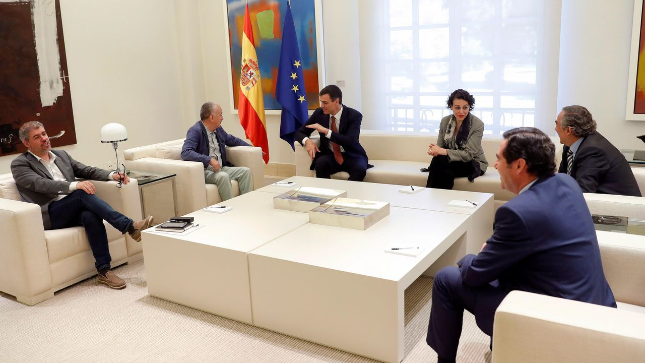 Sánchez, junto a la ministra Magdalena Valerio, se vio ayer en Moncloa con los presidentes de las patronales y los líderes de CC.OO y UGT