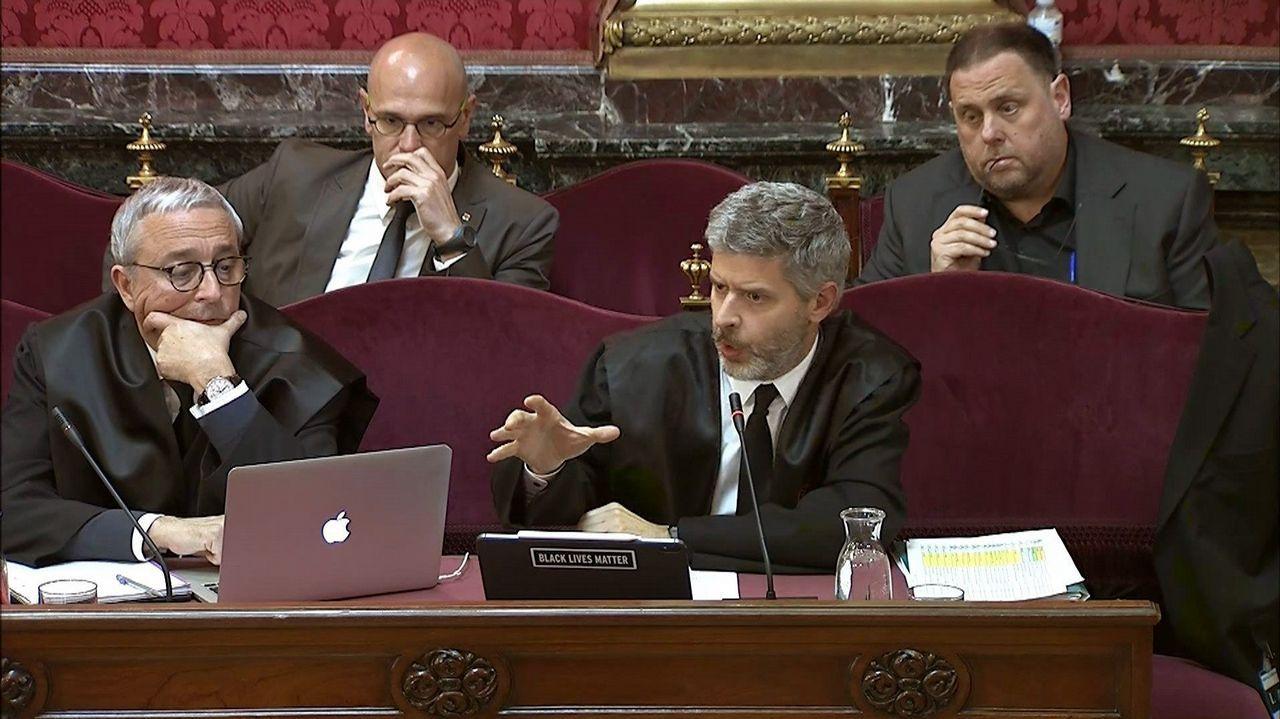 Ada Colau se transforma en youtuber.El exconsejero Romeva y el exvicepresidente Junqueras, tras sus abogados en el Tribunal Supremo