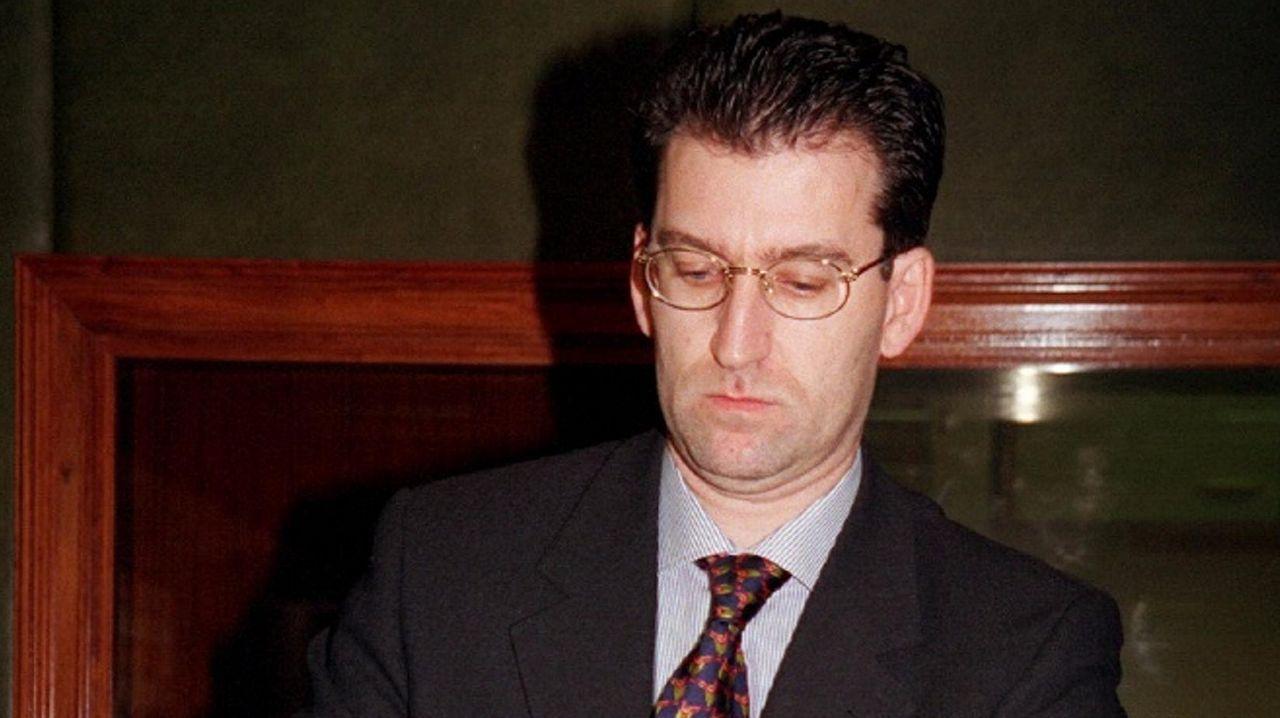 En 1996 se convirtió en presidente del Insalud. En la imagen, durante una comparecencia en el Senado en 1998.