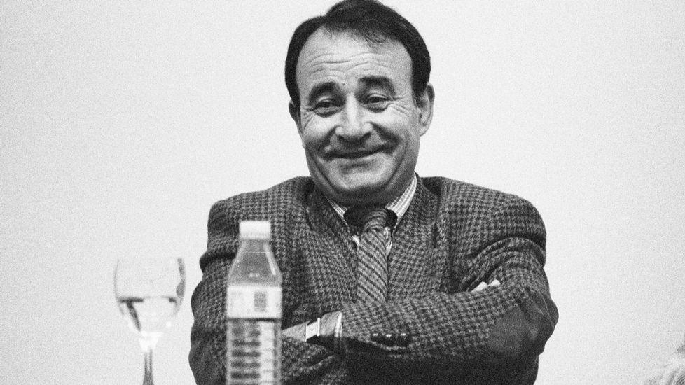 Conferencia de Carlos Casares na Casa da Cultura de Ribadavia en novembro de 1996