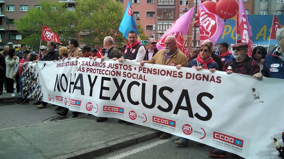Pancarta que encabeza de la manifestación del Día de los Trabajadores, organizada por UGT y CCOO, en Aviles.Pancarta que encabeza de la manifestación del Día de los Trabajadores, organizada por UGT y CCOO, en Aviles