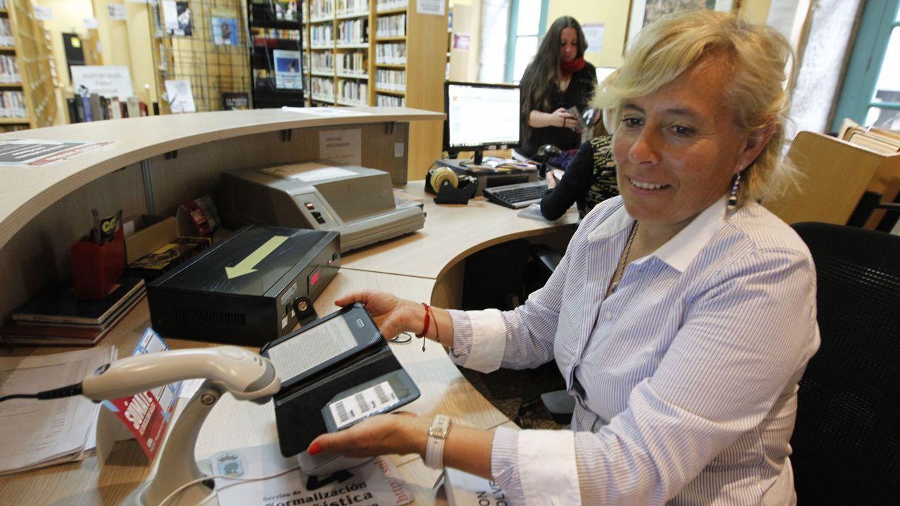 La ministra Calviño plantea una reforma del sistema fiscal para combatir el déficit estructural.Préstamo de libros electrónicos en una biblioteca