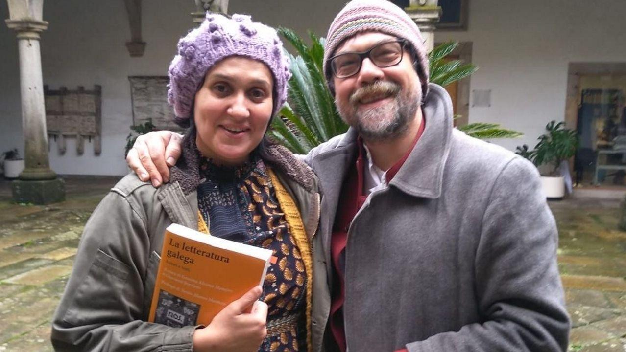 Gemma Álvarez Maneiro e Giovanni Borriero, na presentación do seu libro en Santiago