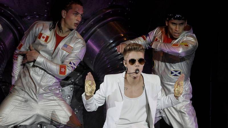 Baile y espectáculo en el concierto de Justin Bieber.Paris Jackson