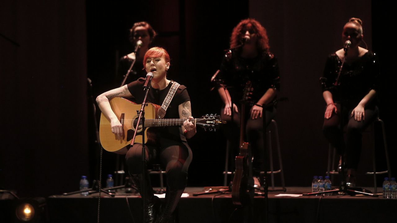 Carolina Durante está formado por Diego, voz y letrista, su amigo de la infancia Martín (bajo), su excompañero de estudios Mario (guitarra) y, desde Asturias, Juan (batería).