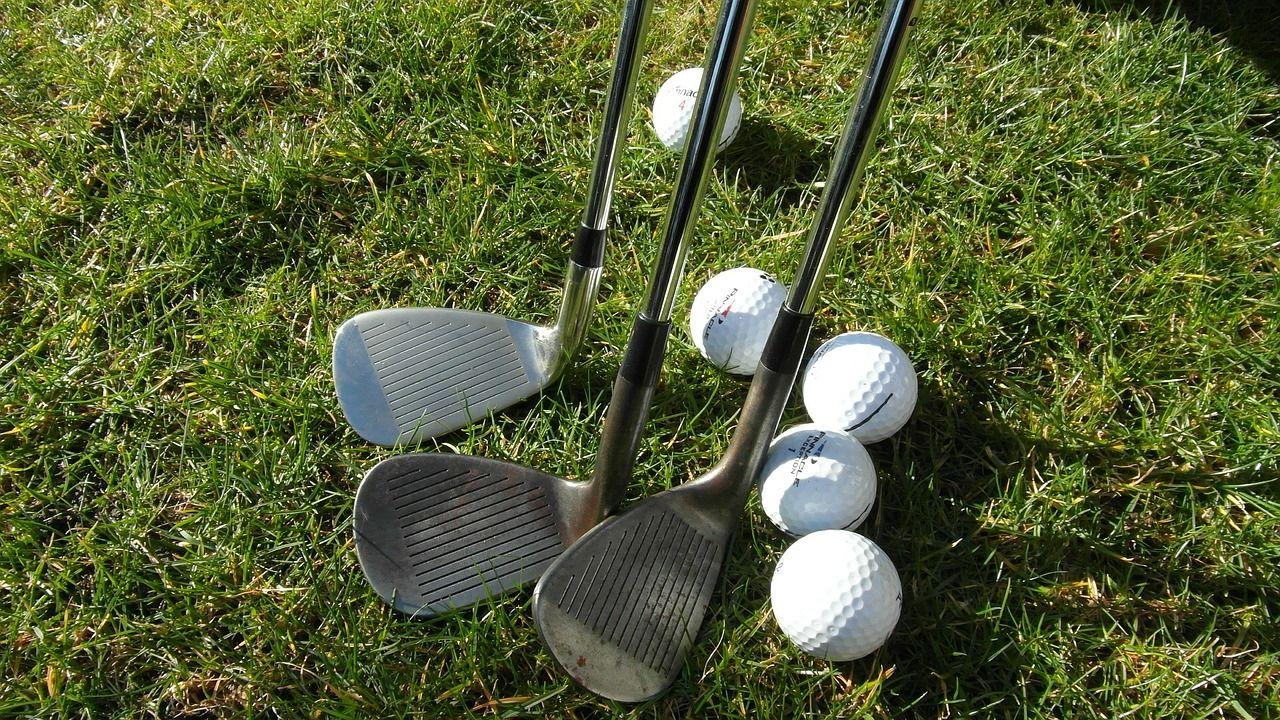 Palos y pelotas de golf