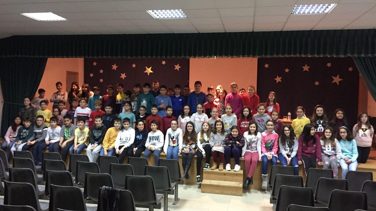 Os alumnos de Quiroga miran ao Courel