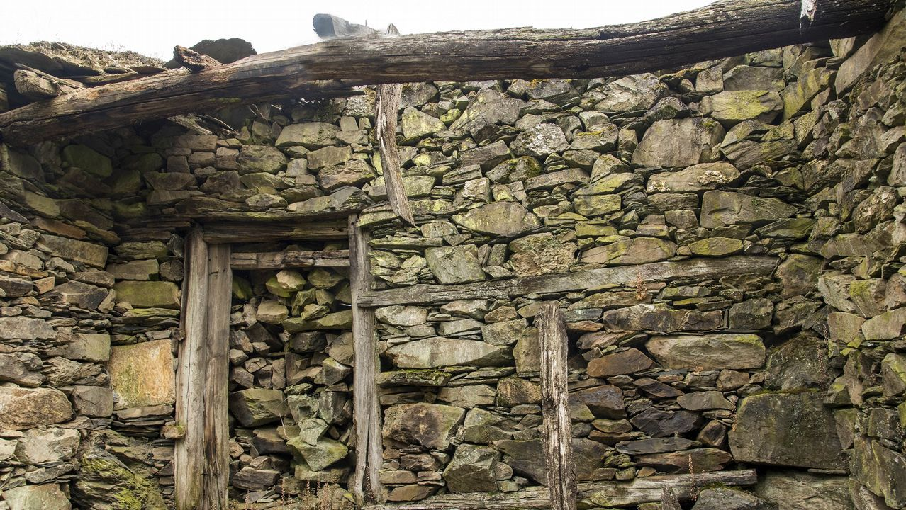 .Ruinas de las antiguas cuadras que pertenecieron a un párroco de la iglesia de San Antonio