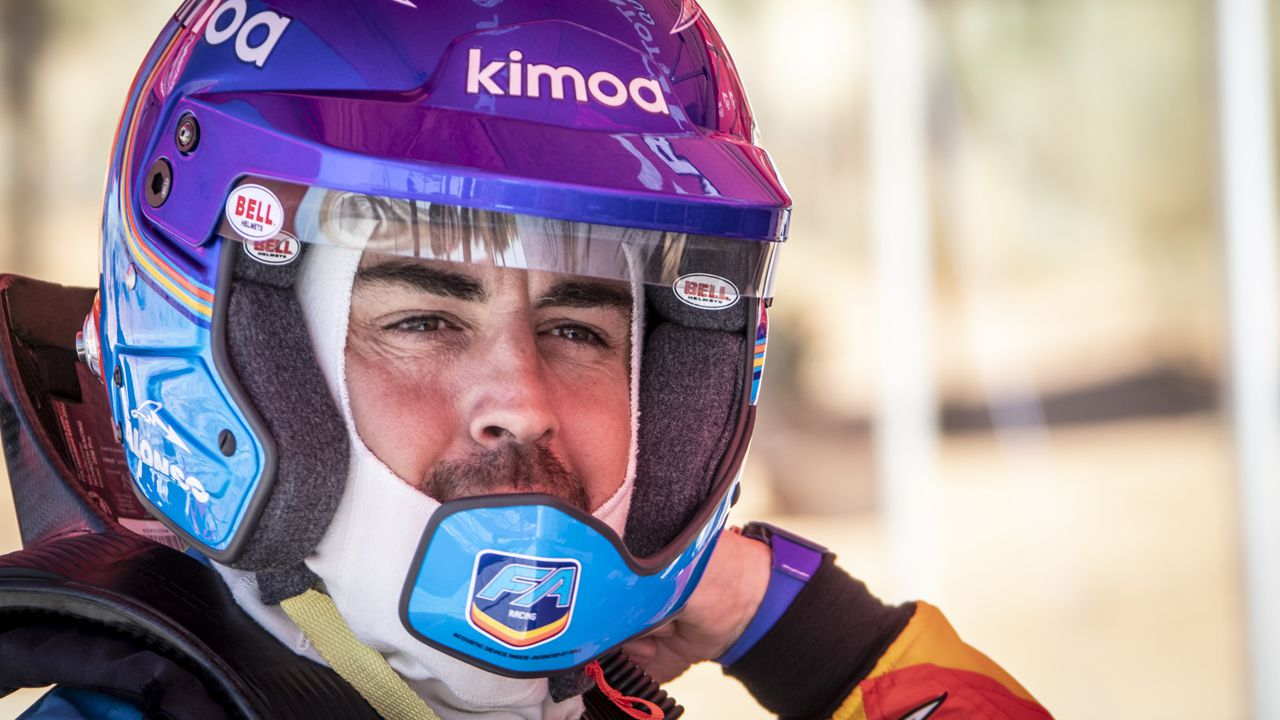 El plato japonés que vuelve loco a David Villa.Fernando Alonso preparado para probar el Toyota del Dakar