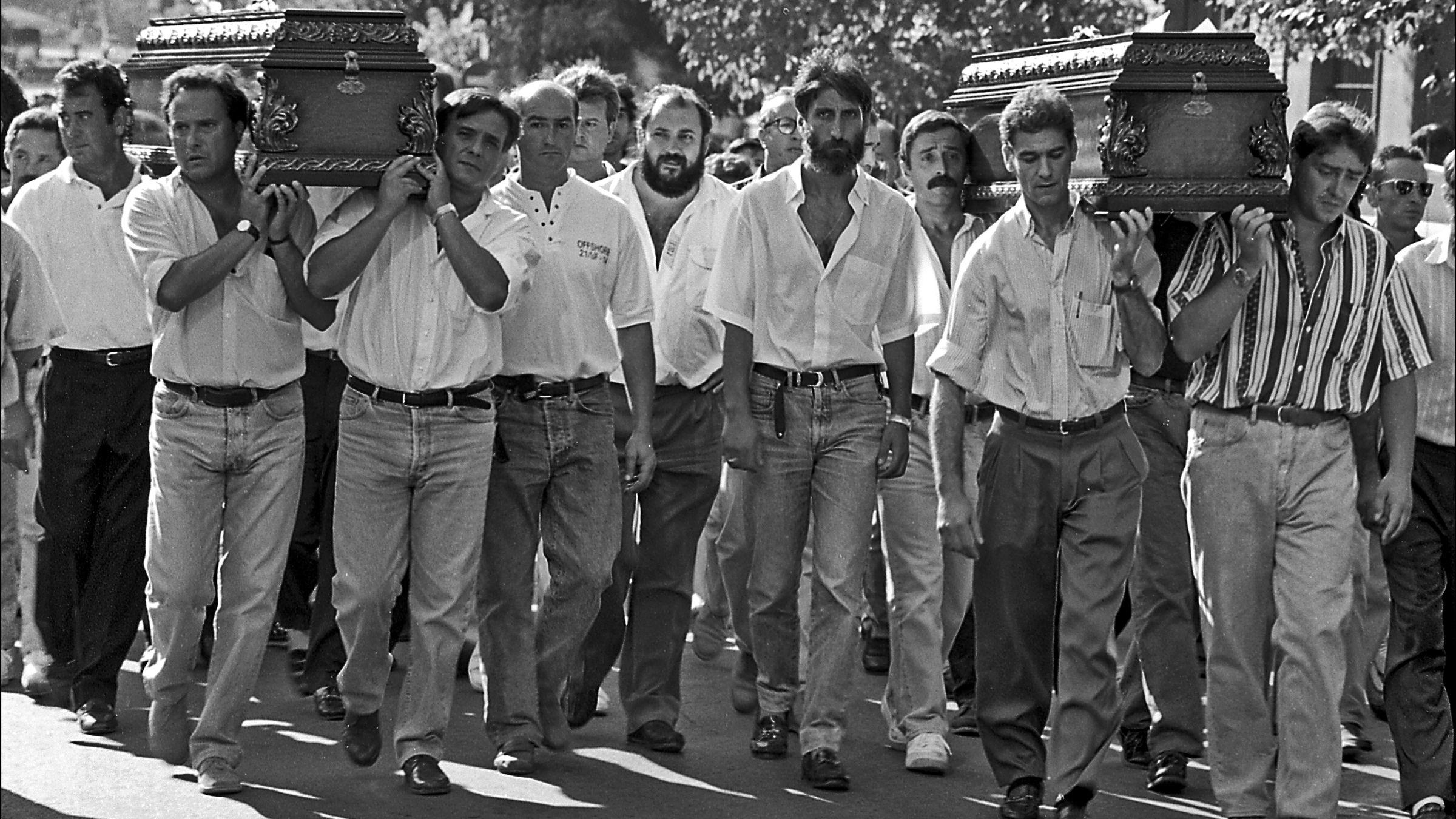 Funeral de varios de los mineros fallecidos en el accidente del Pozo Nicolasa. Mieres. Asturias 1995