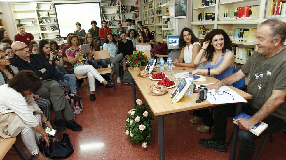 La ONG Oxfam Intermón utiliza un cabezudo de Rajoy para protestar por la situación de los refugiados.O descubrimento do sistema Trappist-1, con tres planetas que poderían albergar vida, é unha das boas noticias dos últimos meses
