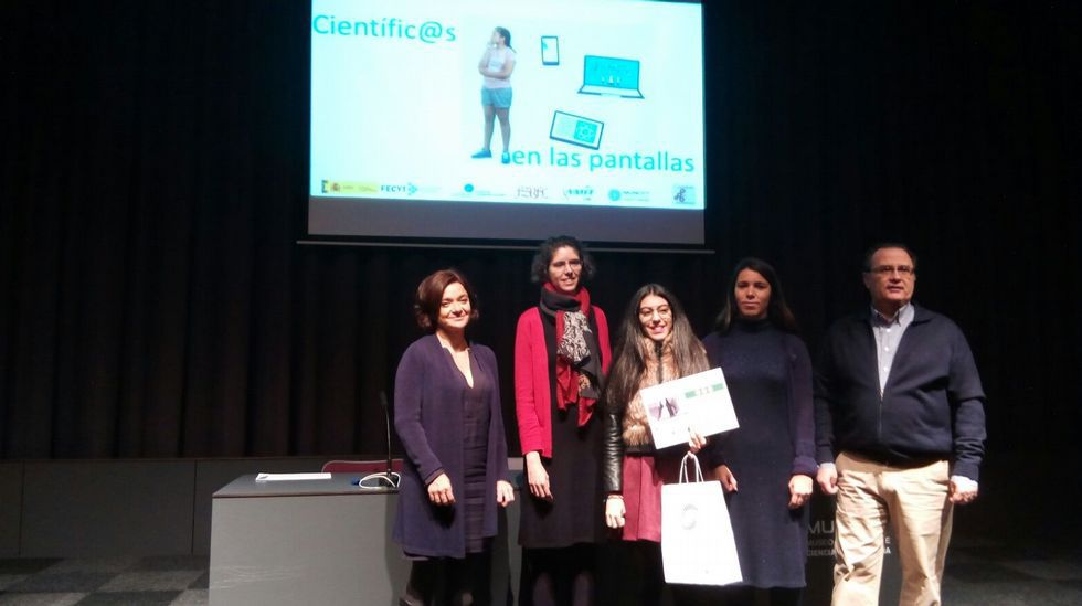 .A gañadora recibe o premio no acto que se celebrou o domingo 20 de novembro