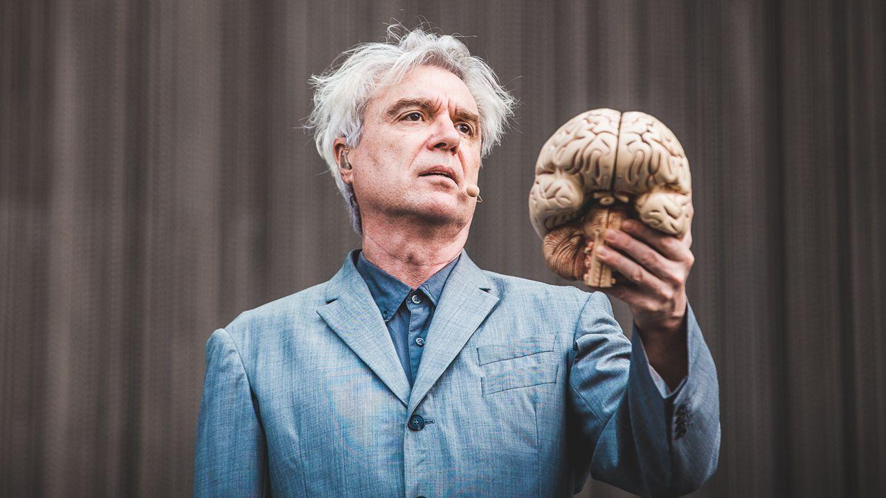 .David Byrne es uno de los principales atractivos en eventos como Cruilla (España), Open'er Festival (Polónia) y Bilbao BBK Live (España)