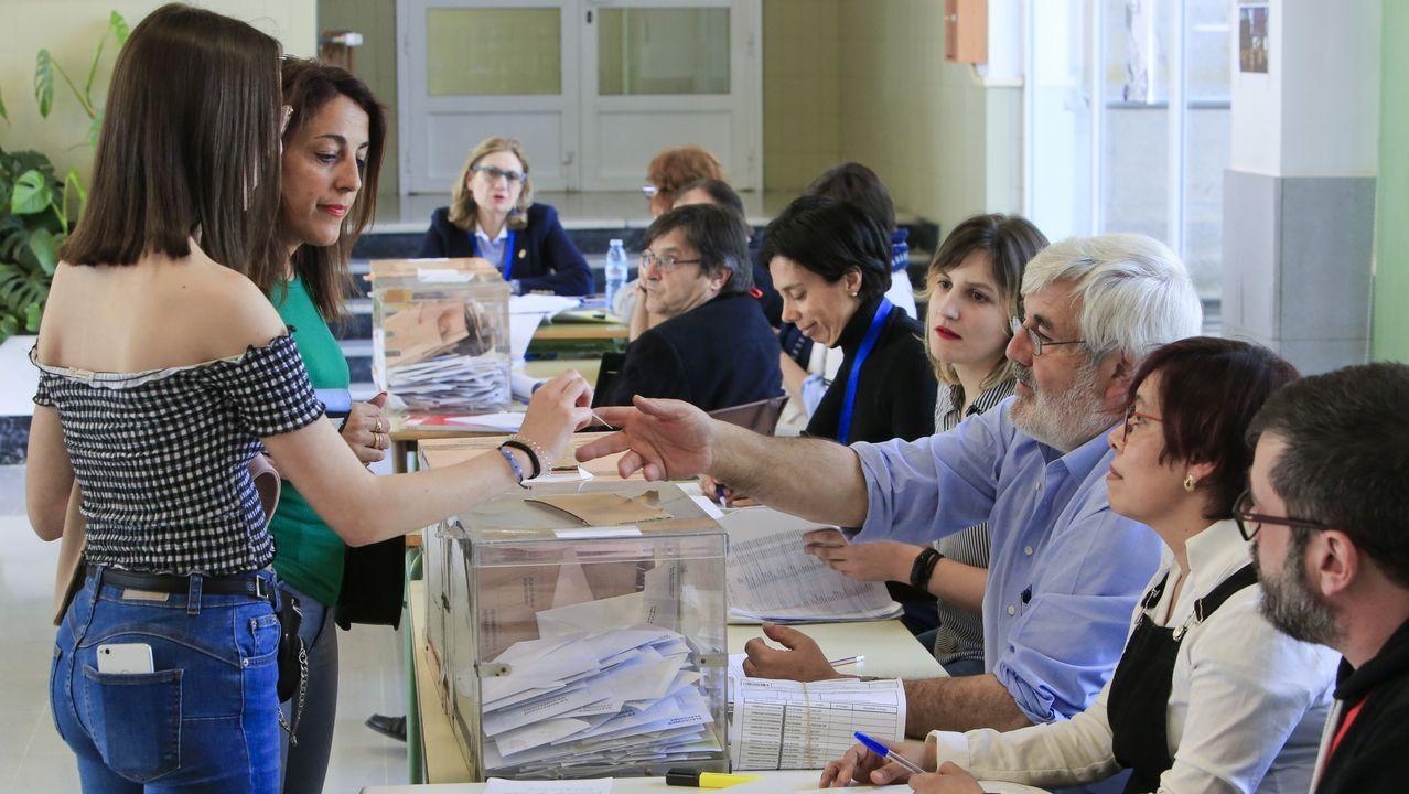 Flanqueado por la cúpula del partido morado, Pablo Iglesias valoró los resultados en el madrileño teatro Goya