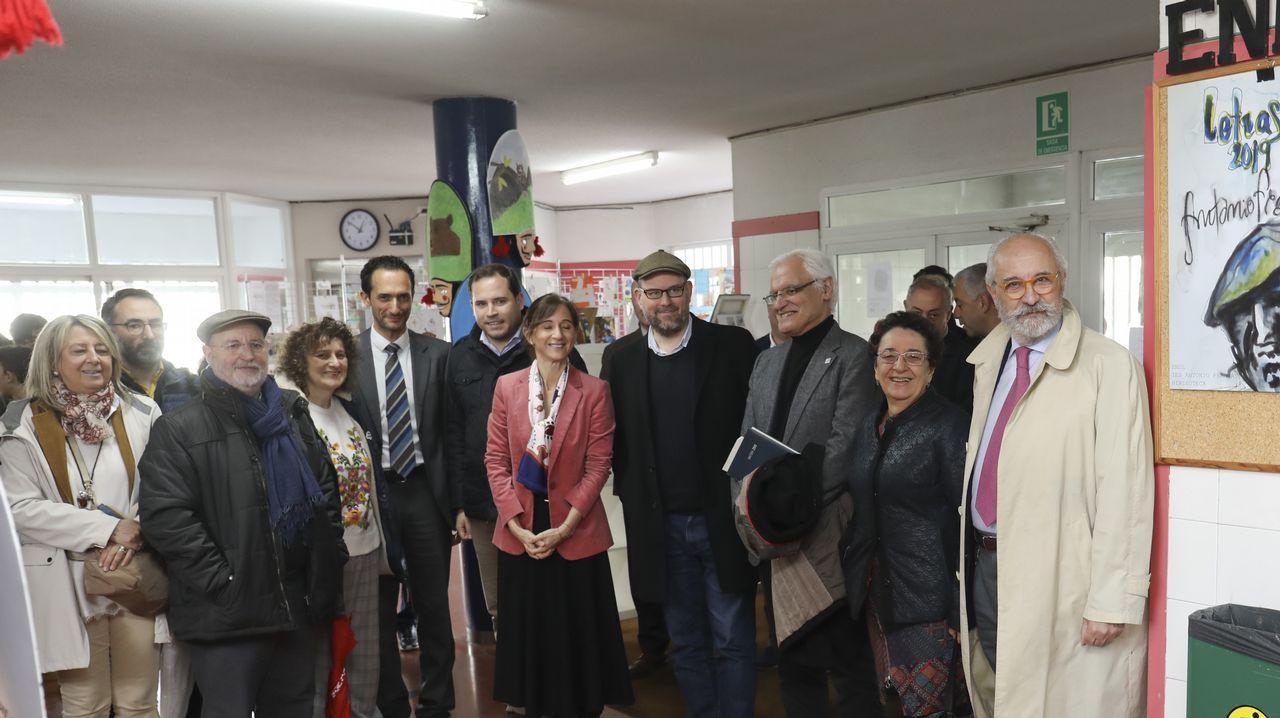 Freixanes (tercero pola esqueda), con algúns dos autores dos traballos